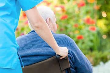 5 Ways to Prevent Dehydration When a Senior Has Alzheimer's